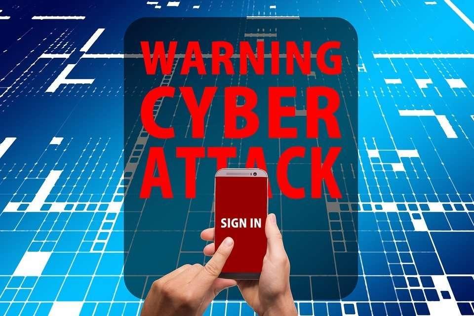 Ataque de malware en teléfono móvil