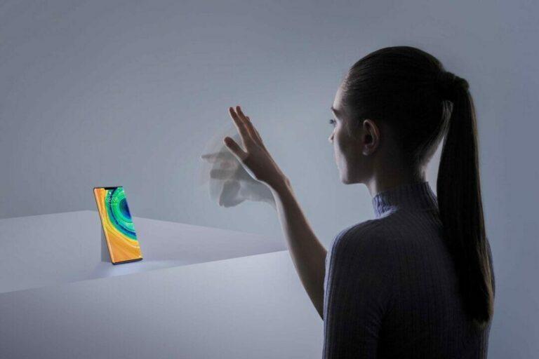 Huawei Mate 30 Pro apoyando al talento mexicano