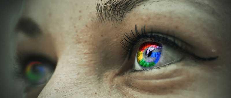 Mujer con ojos de colores de google