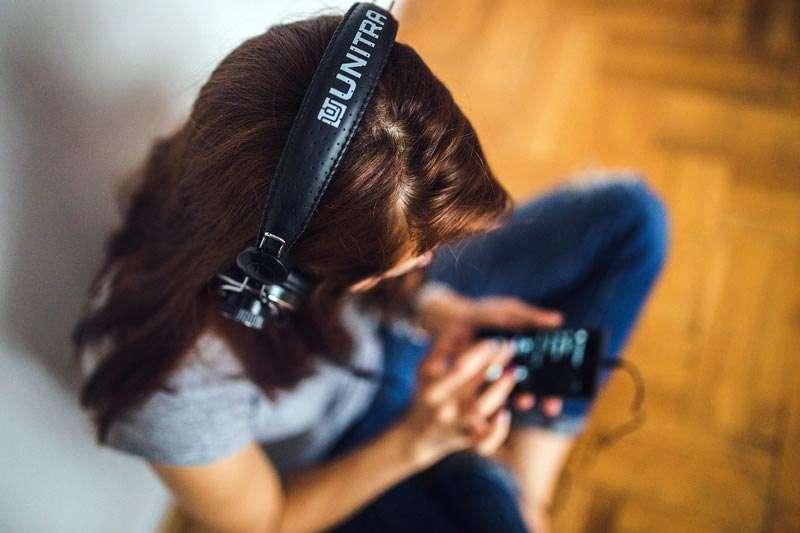 Puedes utilizar tu smartphone y programas de música con Inteligencia Artificial y quitar voz o separar instrumentos