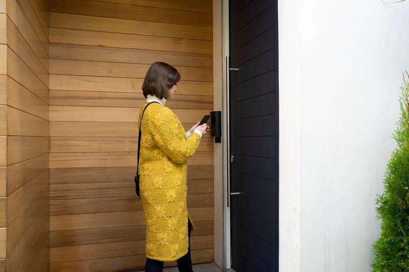 Cerraduras inteligentes Yale, puedes abrir con el celular