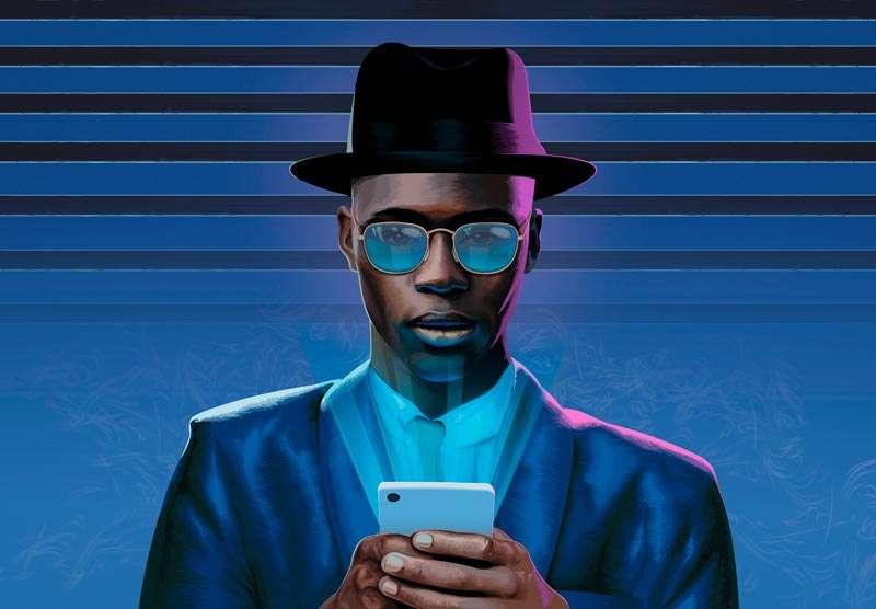 Ray-Ban Everglasses, hombre mirando su smartphone