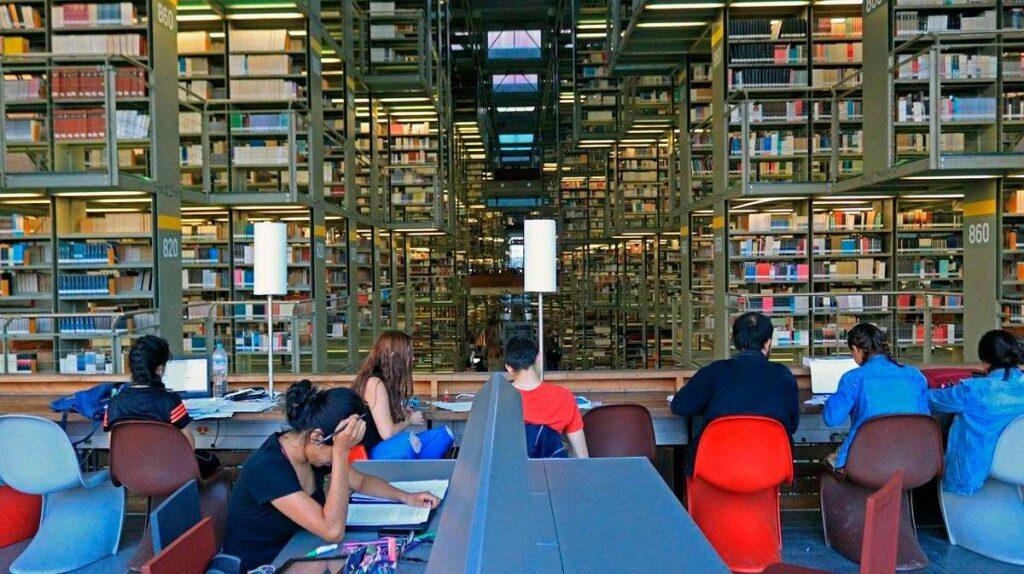 México lector, lectores en una biblioteca pública