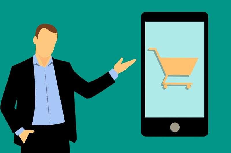 Comercio electrónico, hombre con celular