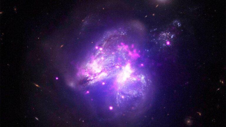 La NASA comparte imagen de galaxias fusionándose